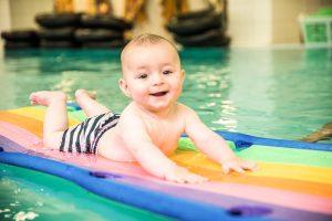 Rückbildung im Wasser mit Babyschwimmen